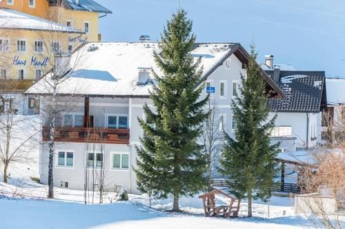 Zinshaus mit 9 Wohnungen und danebenliegendem Grundstück