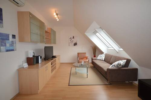 Alles inklusive: Dachgeschoß-Maisonette-Apartment, 4 1/2-Zimmer mit Terrasse