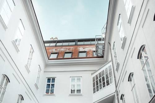 Extraordinary Living: Moderne Dachterrassen-Wohnung trifft auf Biedermeier-Schick