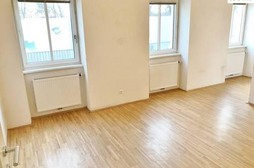 2-Zimmer-Wohnung in wunderschönem Altbau!