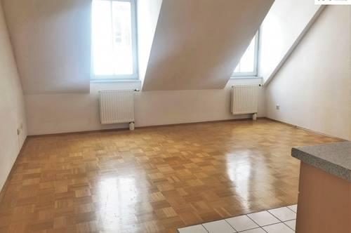 Großzügige DG-Wohnung in TOPLAGE!