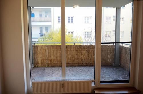 AB SOFORT: ONLINE-LIVE-BESICHTIGUNG MÖGLICH! / 2-Zimmer Wohnung mit Loggia im Zentrum - Marienstraße 12