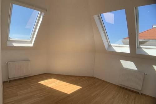 ++NEU++ Tolle 3-Zimmer Dachgeschosswohnung in guter Lage! WG-geeignet!