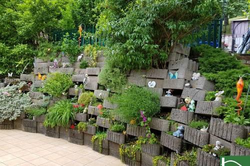 Provisionsfrei! Gartenparadies in Hanglage mit Pool und Holzhütte!