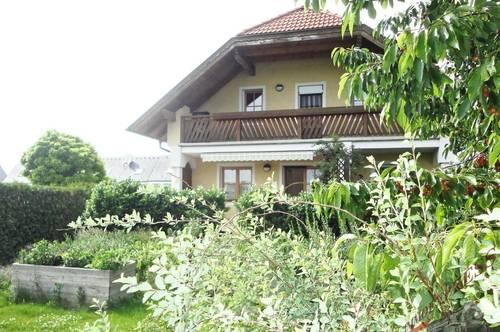 Großes Einfamilienhaus+Garage mit grünem uneinsehbaren Garten und großer Terrasse wartet auf Sie!