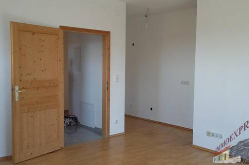 Nähe Weigelsdorf - Wohnung in Ruhelage und mit Terrasse mit Garten !