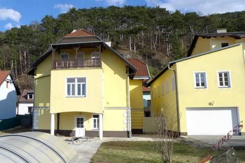 Bezirk Baden, Stilvolle, renovierte Jahrhundertwendevilla mit fast 1000m² Garten zu verkaufen.