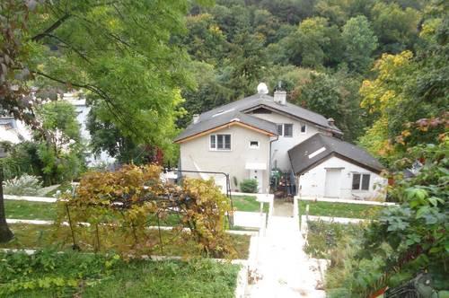Große Villa bietet auf 3 Ebenen 340m² und eine herrliche Terrassenanlage_Investor gesucht!