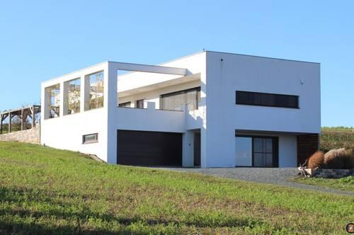Modernes Wohnhaus in Aussichtslage!