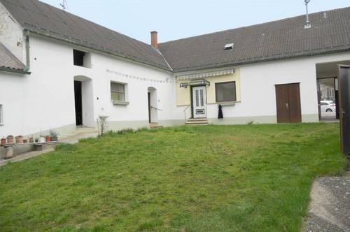 Pinkataler Weinstraße: Bauernhaus mit uneinsehbarem Innenhof und Stadl