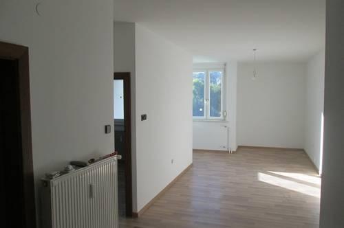 Jennersdorf: Sonnige Wohnung mit Loggia