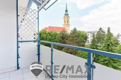 """<b>""""Stufen zum zentralen Loggia-Wohnglück mit Grünblick!""""</b>"""