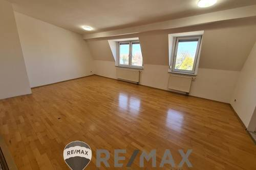 <b>&quot;Moderne Dachgeschoss-Wohnung, Nähe Badeteich!&quot;</b>