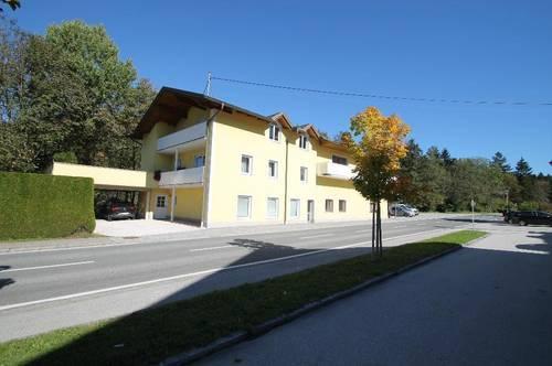 Größeres Wohn und Geschäftshaus mit großem Parkplatz und Grundstück