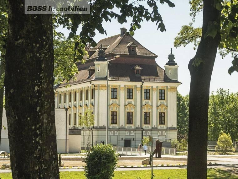 56 Traun Kultur - Schloss mit Park