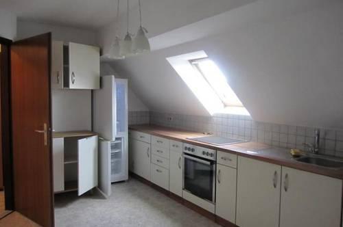 Bad Erlach: Gemütliche Dachgeschosswohnung in guter Lage
