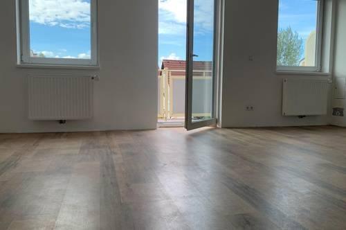 EGGENDORF: Schöne, helle Wohnung mit Balkon in ruhiger Lage
