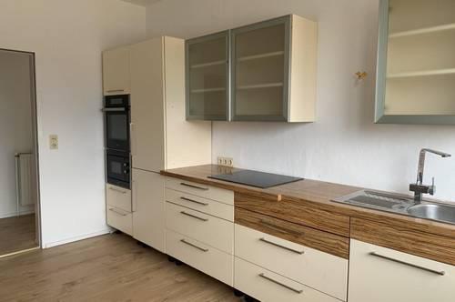 EGGENDORF: Schöne Wohnung mit Balkon in zentraler Lage
