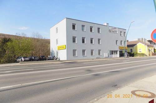 Büro in Frequenzlage mit Grünblick, angrenzend dem 14. Bezirk.