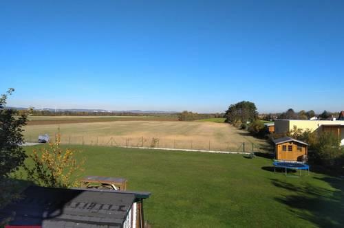 Ruhelage und ein wunderschöner freier Blick über die Felder, barrierefrei ... diese Wohnung wartet auf Sie!