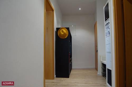 Sehr schöne 2 Zimmer-Wohnung mit Lift und Balkon