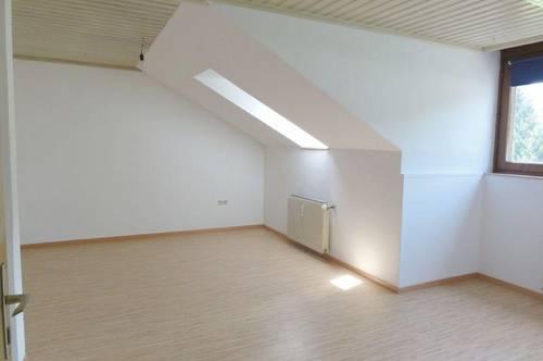 MIETE: GEMÜTLICH WOHNEN IN DER BEZIRKSHAUPTSTADT - SONNEN & RUHELAGE - GEHWEITE INS ZENTRUM - 3 Zimmer Dachgesschoss Wohnung in St. Johann/Pg. - Ski amadé
