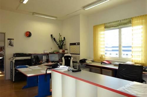 PROVISIONSFREI! Ideal aufgeteilte, sehr gut gelegene Büroräumlichkeiten nahe dem Autobahnzubringer und Gleisdorf Stadt