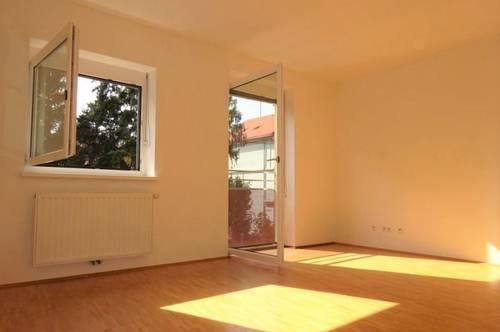 Perfekte Innenstadtwohnung mit drei Zimmern, separater Küche und Balkon