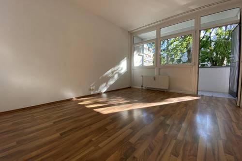 Schöne, großzügige 3er-WG-taugliche Wohnung mit ruhiger Innenhof-Loggia und Tiefgaragenabstellplatz in absoluter Bestlage in Graz-Mariatrost
