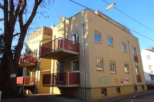 In absoluter Bestlage zwischen den Bezirken Jakomini und Innere Stadt - Dreigeschossiges Zinshaus mit Parkplätzen