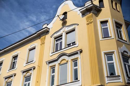 In bester Lage am Beginn der Fußgängerzone! Attraktives dreigeschossiges Stilaltbaueckzinshaus mit großem Rohdachboden