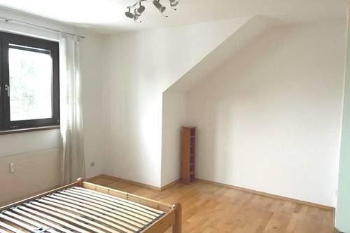 Feldkirchen-Ortsende! Gelegenheit! 3-Zimmerwohnung mit Loggia und Parkplatz!
