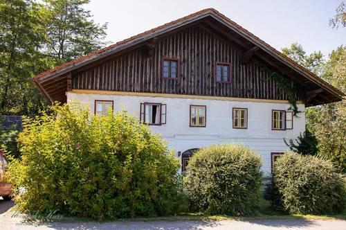 Bauernhaus, kleine Landwirtschaft in Alleinlage an der Grenze Salzburg / Oberösterreich