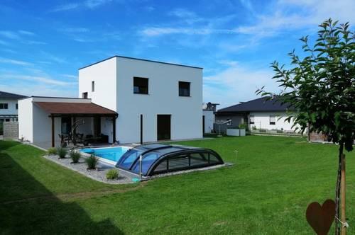 Fast neues Haus mit Pool, Doppelgarage und 6 Abstellplätzen ruhige Lage in WEIBERN