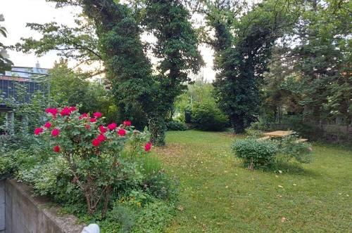Zentral mit sehr großem Garten Zweifamilienhaus - Oberer Stock!