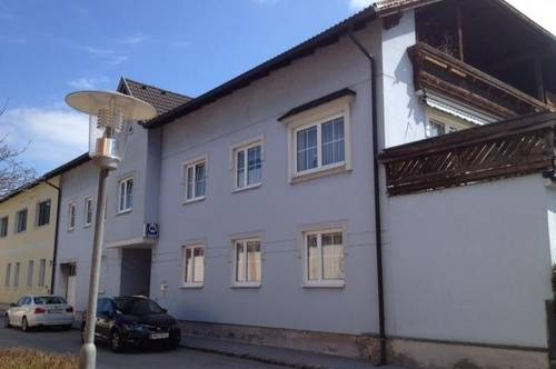 Günstige Garage, gesamt 4 Plätze, in Pottenstein zu vermieten!