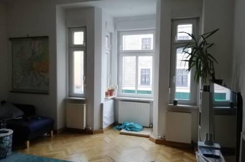 Zentrale, geräumige 3-Zimmer-Altbauwohnung