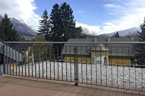 EXKLUSIV WOHNEN: 3-Zimmer-Dachgeschoßwohnung  mit Terrasse im herrschaftlichen Altbau