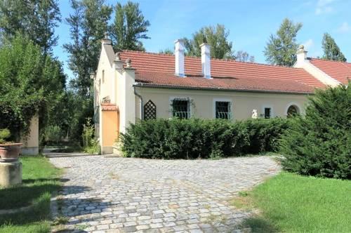 Endlich Ruhe!- Aufwendig ausgebauter Landsitz mit viel eigenem Land, Wald und Wasser und 35 min. nach Wien