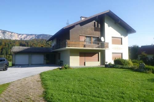 Schönes Wohnhaus mit sehr viel Potenzial, geräumigem Nebengebäude und sehr großem Grundstück