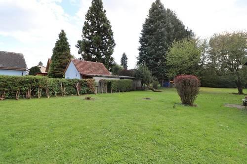 Sanierungsbedürftiges Einfamilienhaus mit sonnigem Garten