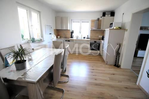 Zentrales Schmuckstück mit moderner Küche und Garten!