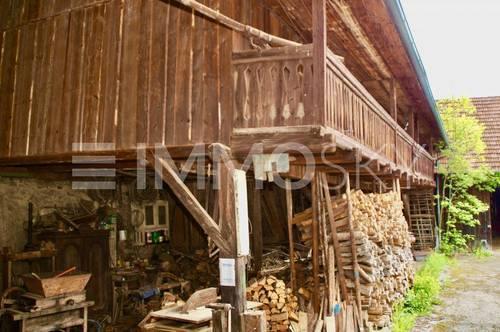 Kleines Bauernhaus im Ortsverbund mit Holzscheune