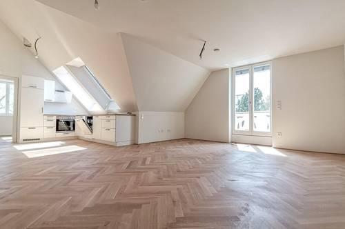 Lichtdurchflutete Dachgeschoß-Maisonette in traumhafter Altstilvilla