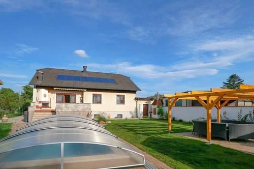 Lichtdurchflutetes Einfamilienhaus mit Gartenparadies *Swimmingpool und Sauna* inklusive