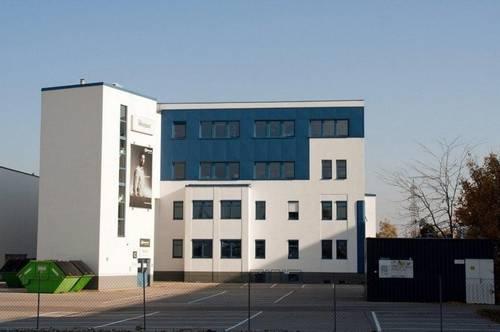 Büros und Hallen im Company-Building