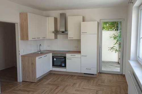 <B>2 Zimmer + Loggia und Eigengarten</B>