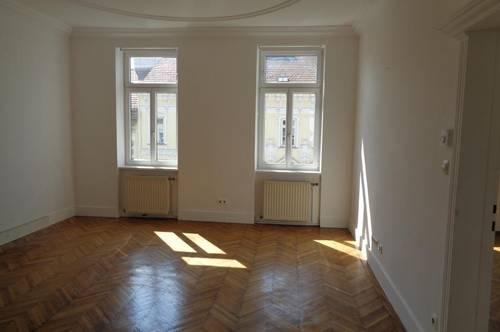 UNBEFRISTETE-3 Zimmer- Altbauwohnung- WG geeignet