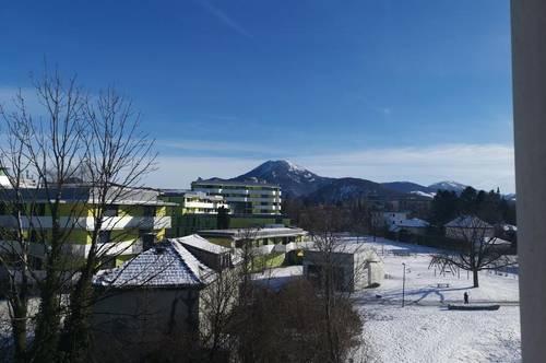 Großzügige, sonnige 2 Zimmerwohnung mit Parkplatz - an der Glan mit attraktivem Bergblick und 2 Balkonen