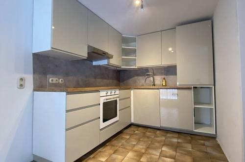 !! Brunn am Gebirge / Zentrum !! Sehr schöne DG-Maisonettenwohnung, mit neuer Einbauküche, in idyllischem Fuhrwerkerhaus zu vermieten!
